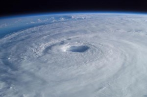 131026_74789_Hurricane_Isabel_from_ISS_450_298